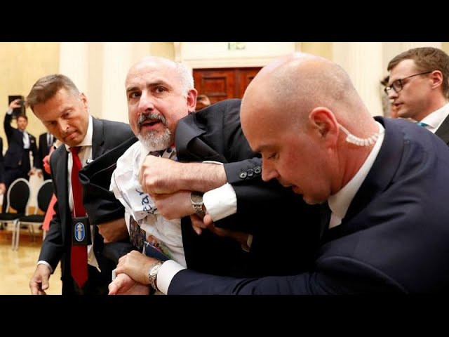Man kicked out of Trump-Putin news conference