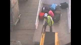 Для чего нужна упаковка багажа Часть 2(Упаковка багажа в аэропортах России. Безопасность Вашего багажа - это наша работа!!! www.packandfly.ru PACK&FLY предоста..., 2013-05-14T09:15:00.000Z)