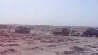 Suez Canal new: cars queue farms army is moving into the sand sedimentation basins