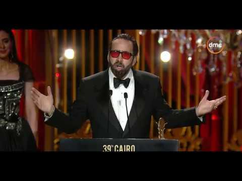 مهرجان القاهرة السينمائي - الفنانة 'يسرا' تسلم جائزة التكريم الدولية للممثل العالمي 'نيكولاس كيدج'
