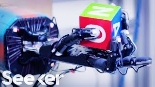 Neural Networks: How Do Robots Teach Themselves?