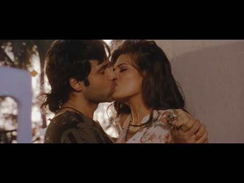 Bollywood beauty Jacqueline Fernandez hot kissing scenes + sexy dance !