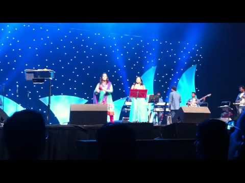 Ranina Reddy & Shweta Mohan Live Duet Performance of Kajra Mohabbat Wala in Birmingham 2011 at NIA