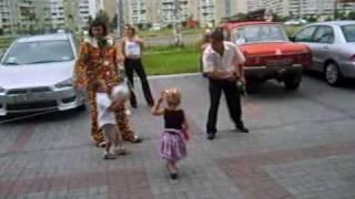 Детская боксерская груша на kloun.net(Активное развлечение для детей и взрослых, растянутый на резинках мяч-боксерская груша, разминки, трениров..., 2009-11-01T12:09:30.000Z)