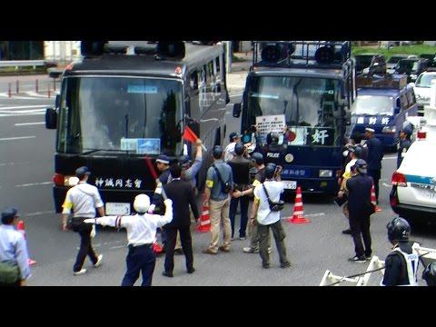 バリケードに突っ込む右翼街宣車(名古屋憲法記念日)