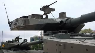 16式機動戦闘車 量産車と試作車の比較 日本原駐屯地創設52周年記念行事