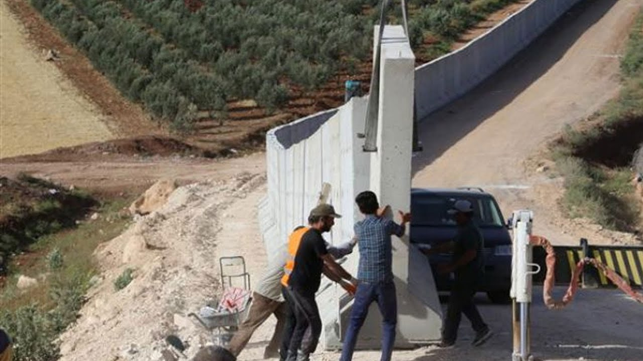 Turkey builds concrete wall along Syria border after