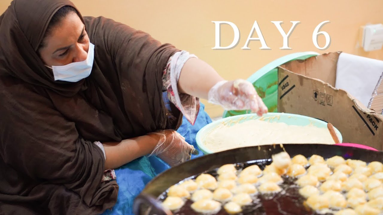 STREET FOOD IN DUBAI - VLOGMAS DAY 6