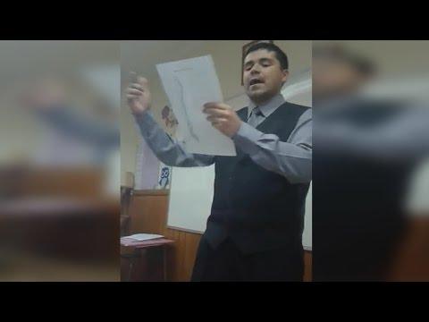 Profesor rapero da clases de Geografía a sus alumnos Chile