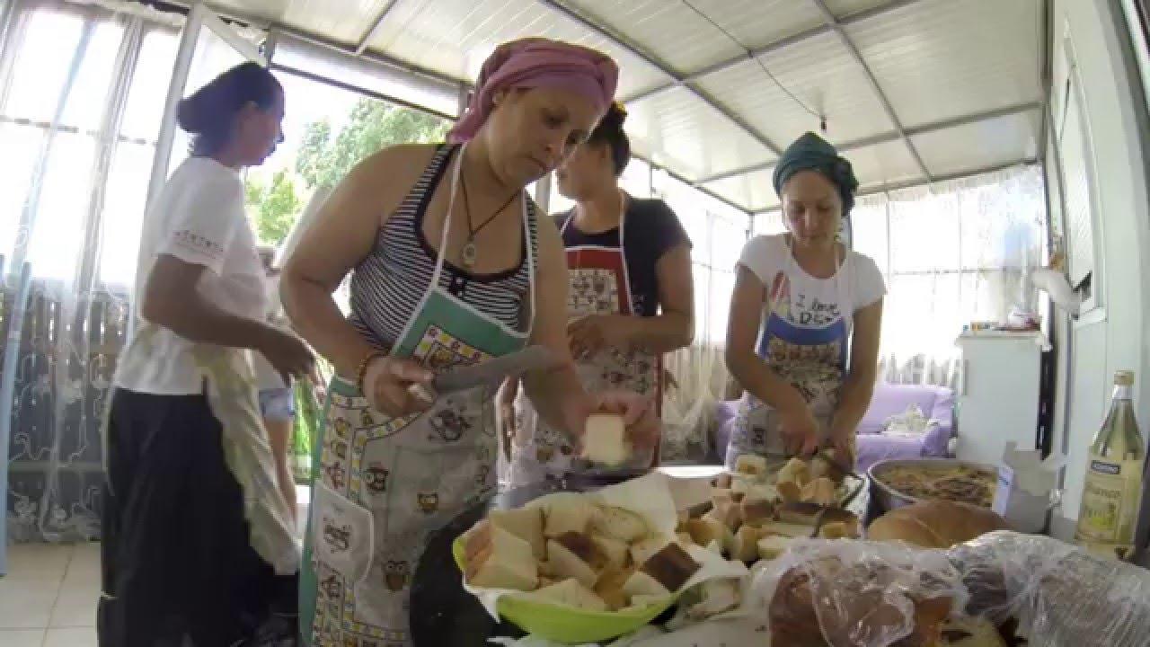 Matrimonio Gipsy Queen : Gipsy queens: lo street food della tradizione rom youtube