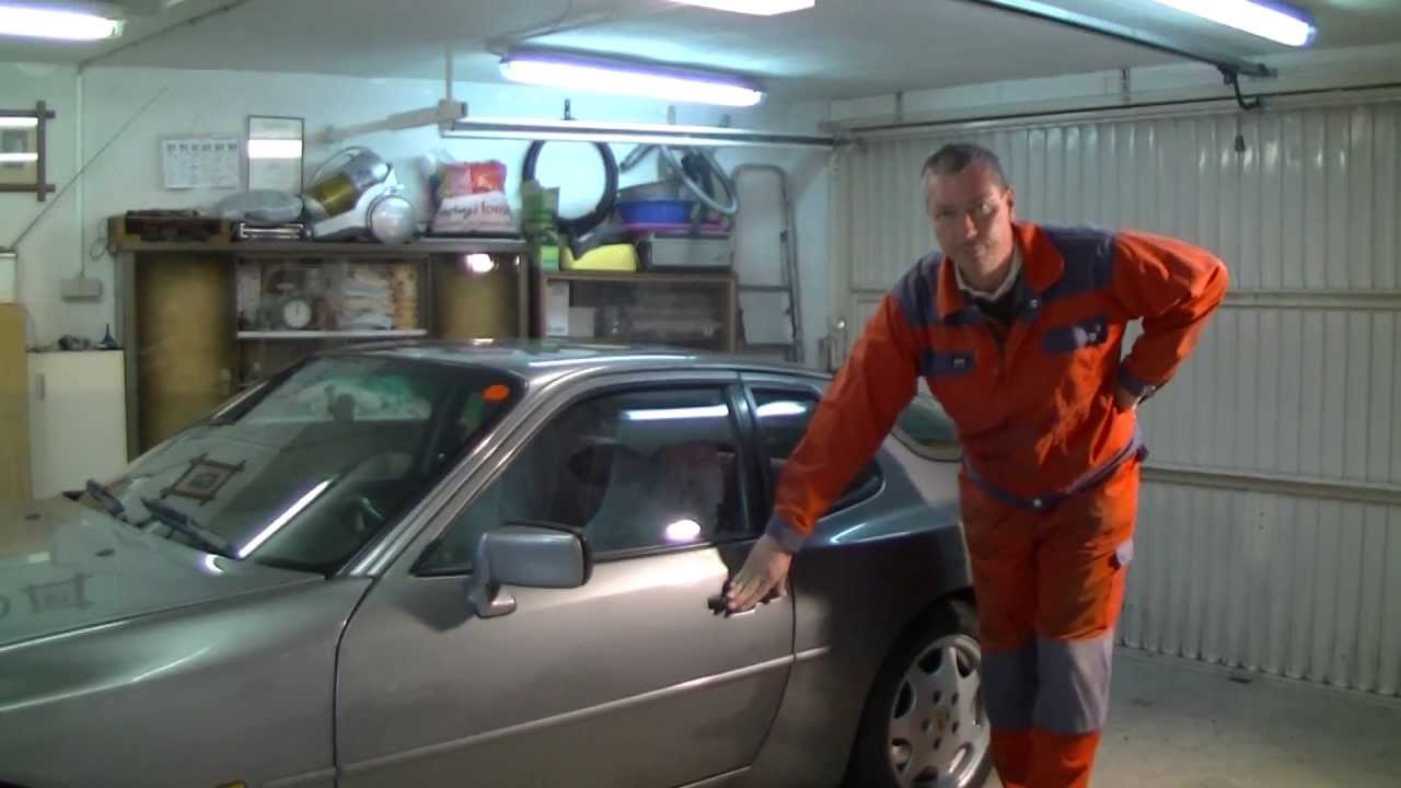 hight resolution of repairing the central lock of a porsche 944
