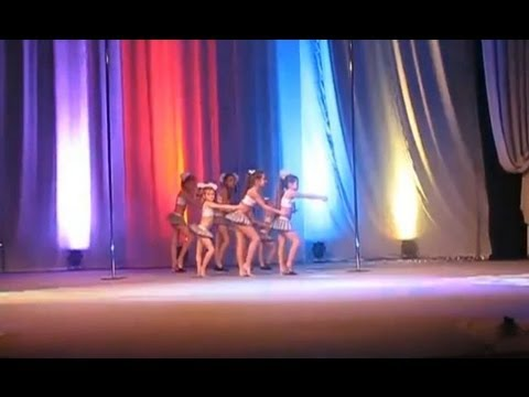 Russian girls perform almost strip like dance in school (Что теперь преподают в школе)