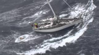 Reddingsoperatie tijdens storm bij de Azoren door Portugese luchtmachthelikopter