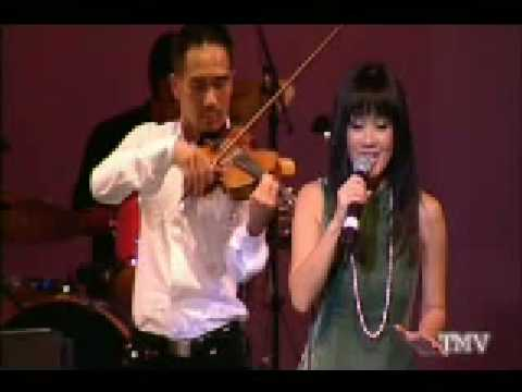 Hong Nhung_ Em oi Ha Noi Pho_ noi long nguoi di concert 11-30-09