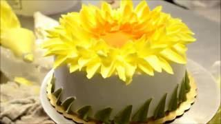 Украшение тортов | Как украсить торт в стиле подсолнуха(Видео урок о том, как украсить торт кремом своими руками. Вместе будем добавлять цветы на праздничный торт..., 2016-08-15T10:08:09.000Z)