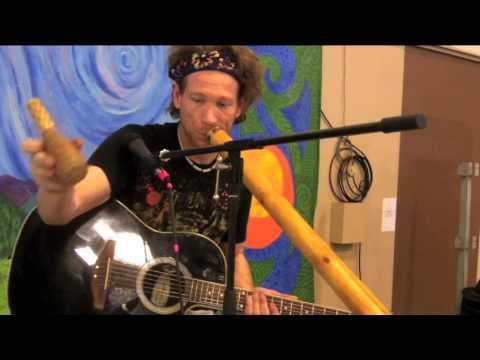 MALI BLUES style Jam with Didgeridoo and Guitar @ Oregon Spring Fair 2015 (#1)