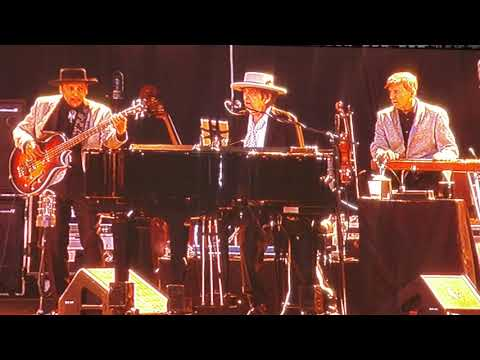 DYLAN & NEIL YOUNG - WILL THE CIRCLE BE UNBROKEN - Kilkenny  - July 14, 2019