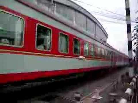DF4機関車に牽引される北京の鉄道