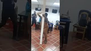 Танцор в кафе