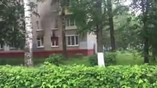Сегодня утром на Октябрьском проспекте загорелась квартира на первом этаже
