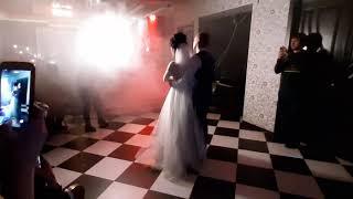 Первый медленный танец на свадьбе у друга