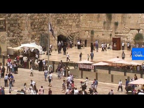 شاهد: يهودية تنجو بأعجوبة من سقوط حجر بحائط المبكى  - نشر قبل 2 ساعة