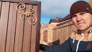 благоустройство двора (забор, навес, ворота, колонны)