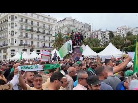 شاهد: مظاهرات الجمعة الـ 14 بالجزائر وسط إجراءات أمنية غير مسبوقة …  - نشر قبل 60 دقيقة