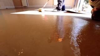 видео Надёжная основа красивого пола-цементная стяжка