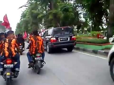 Liputan Seputar iringan mobil jenazah Anuar Shah/Aweng (Medan,SU)