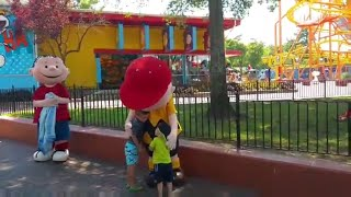 Huck meets Charlie Brown at Carowinds Agnessa Family/2016