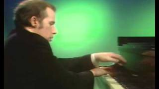 Ravel - Glenn Gould - La valse (piano transcription)