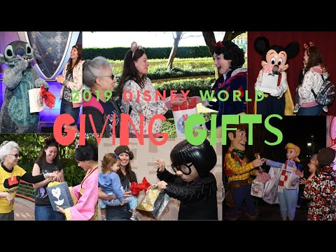 Christmas EVE Presents To Disney Characters VIDEO! Edna Mode Is SHOCKED! Woody Puts It In His Boot!