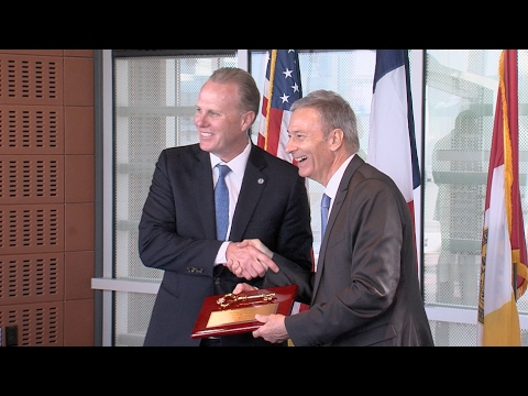 City Strengthens Economic Cooperation with French Province