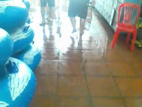 Tụt quần nam sinh đi tắm biển :))