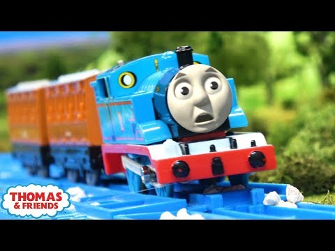 thomas-gets-bumped-|-thomas'-accident-|-thomas-and-friends-clip-remake