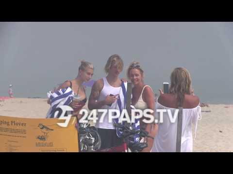 Justin Bieber and Hailey Baldwin Hit the Beach on Hamptons Vacation 07-03-18