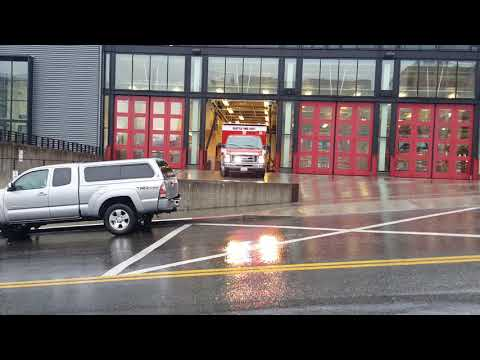 Seattle Fire Aid 5 Responding x2