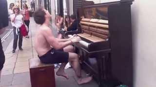 клево играет на пианино!!!(, 2013-09-11T10:32:01.000Z)