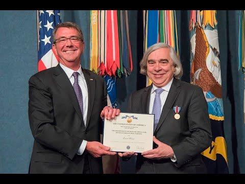 Secretary Carter Presents the DoD Distinguished Public Service Award to Secretary of Energy Moniz