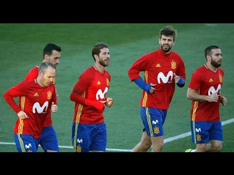 Sergio Ramos and Pique friendly with each other during Spain national team training | 2017