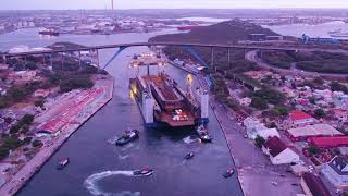 """Xin Guang Hua"" passes Queen Juliana bridge (Curaçao) successfully"