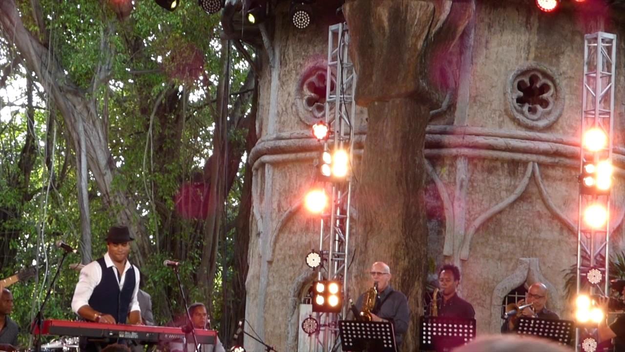 Roberto fonseca at los jardines de la tropical youtube for Los jardines de lola