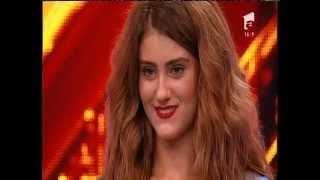 Prezentare: Laila  Abel Hafiz, fără lenjerie intimă şi cu mult curaj, pe scena X Factor!