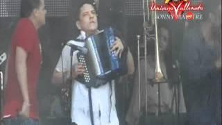 La Maye - Silvestre Dangond & El Cocha Molina - en Rio Luna - Festival Vallenato 2012.wmv