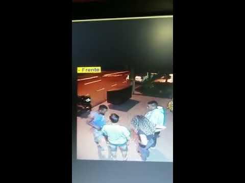 Câmeras de segurança registram assalto contra casal no jardim Igapó