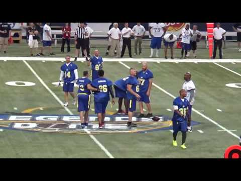 Kurt Warner Throws A Pass To Ricky Proehl At Legends Of The Dome (2)