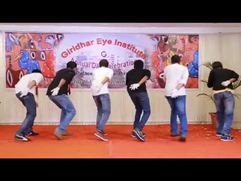 Funny dance - Aayiram kannumai by Team Veyil of...