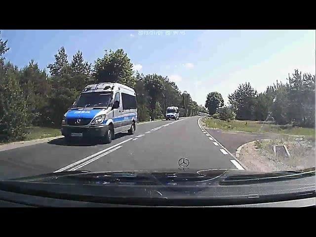 Kolumna 15 policyjnych samochodów napotkana na DW 575 w okolicach Dobrzykowa - 11 czerwca 2019