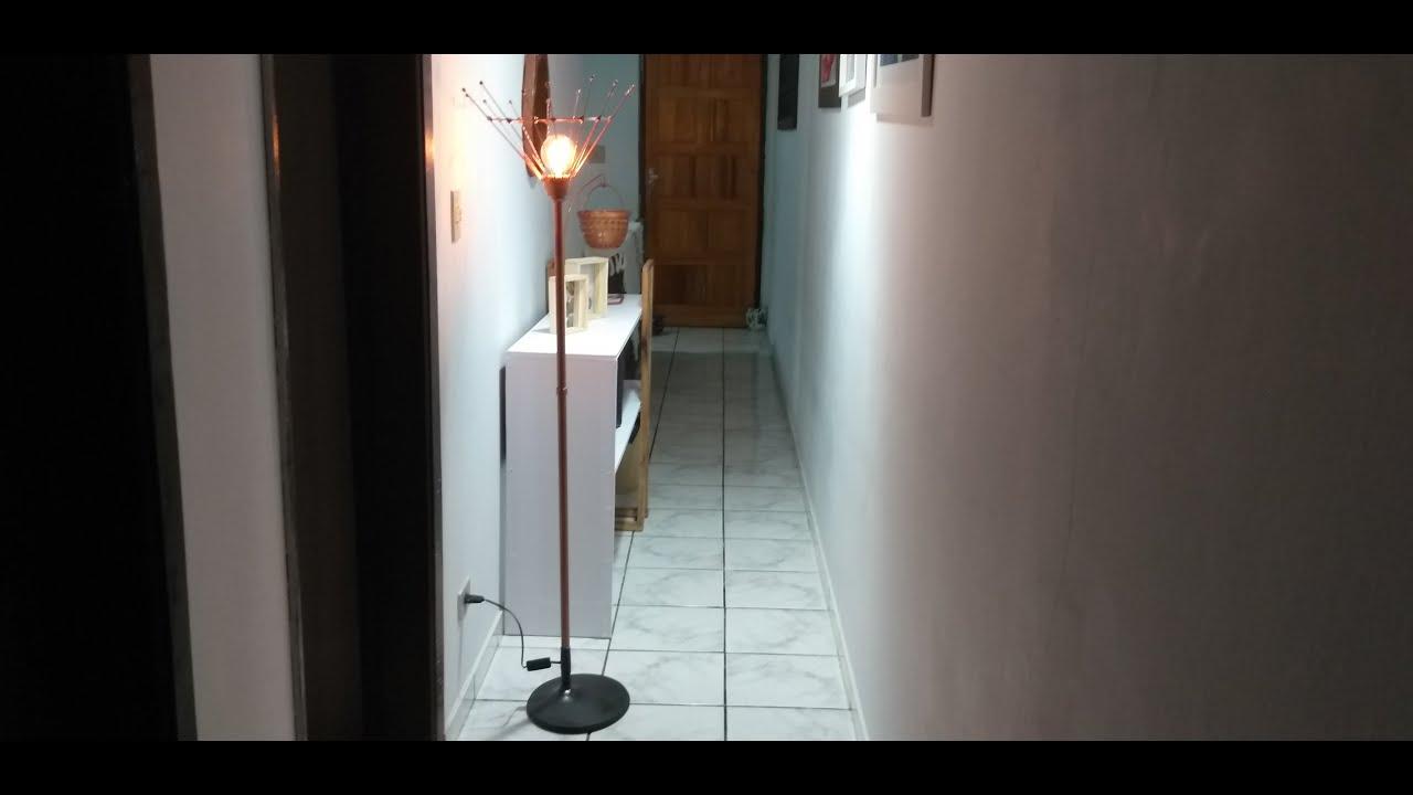 Luminária de chão feita com cabo de esfregão e pé de TV|faça voçê mesmo|sandra batista